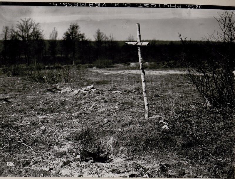Entblösstes Heldengrab bei Stanislau.