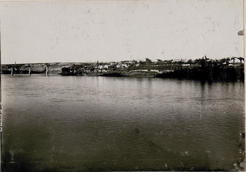 Ansicht von Zaleszcyki mit Eisenbahnbrücke