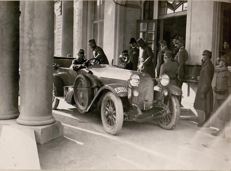 Abfahrt von Kaiser Karl und Erzherzog Eugen zur Front
