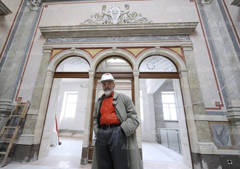 Arnulf Rainer besucht Baustelle des Rainer-Museums in Baden