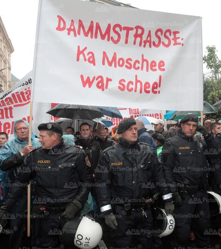 Demonstration gegen das Islamische Zentrum
