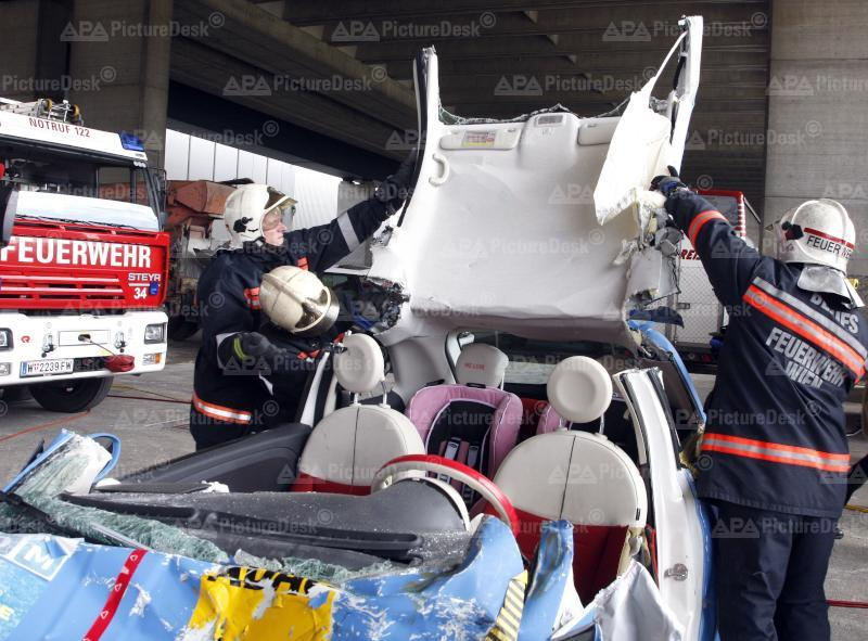 Einsatz - Demonstration ÖAMTC und Feuerwehr