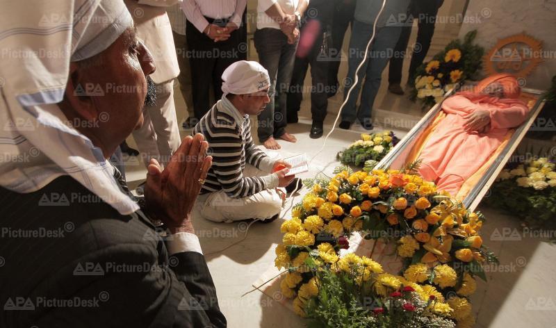 Aufbahrung des indischen Gurus Sant Rama Nand