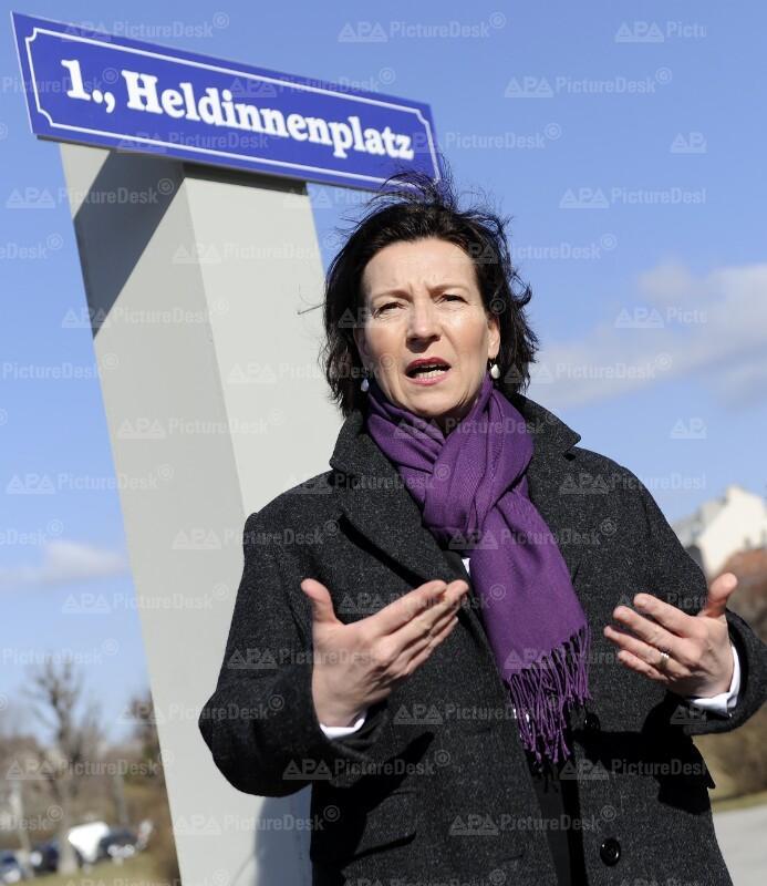 """AKTION SPÖ FRAUEN ANLÄSSLICH INTERNATIONALER FRAUENTAG: """"HELDINNENPLATZ"""""""
