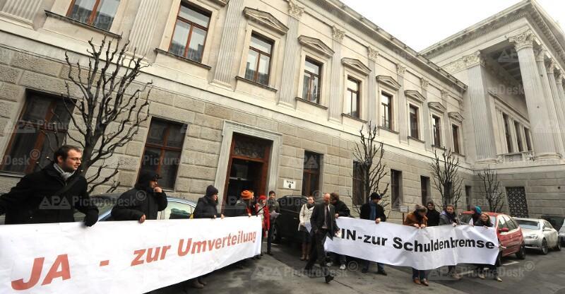"""Aktion von Schülern zu  """"Nein zur Zukunftsbremse"""""""