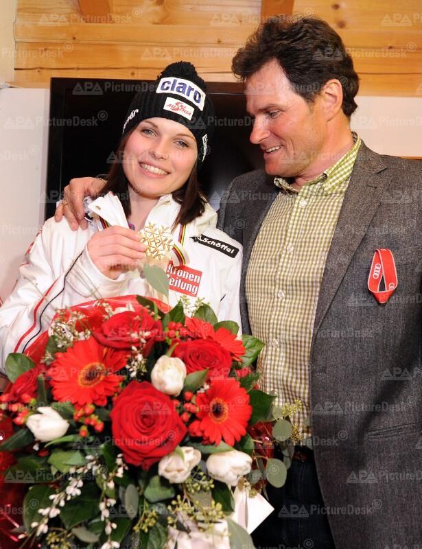 ALPINE SKI-WM IN GARMISCH-PARTENKIRCHEN: FEIER MIT ANNA FENNINGER