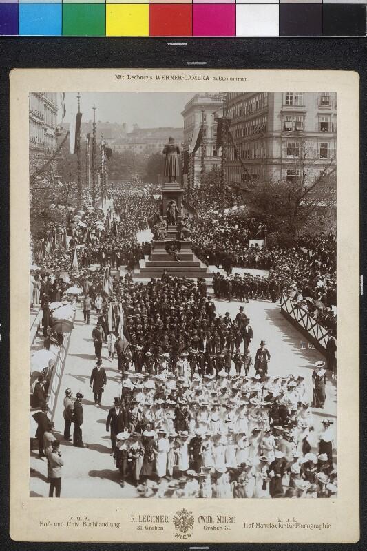Schillerfeier vor dem Schillerdenkmal in Wien