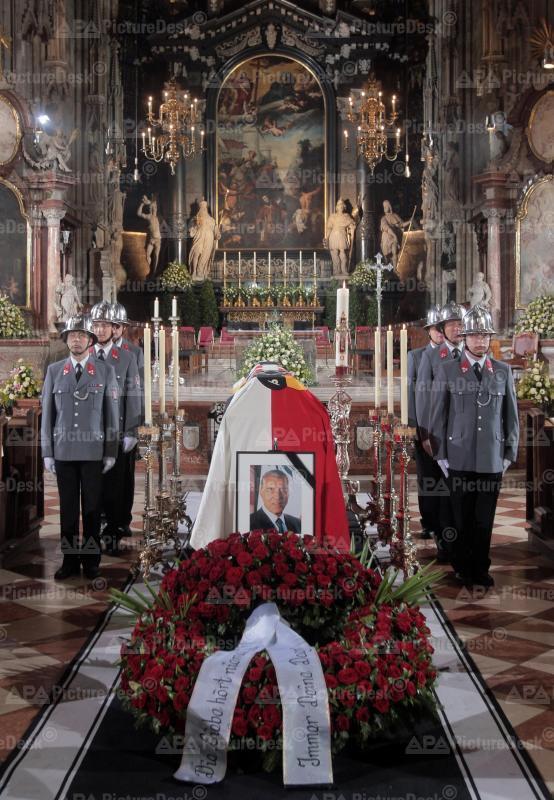 Ehrenwache am Sarg von Helmut Zilk im Wiener Stephansdom