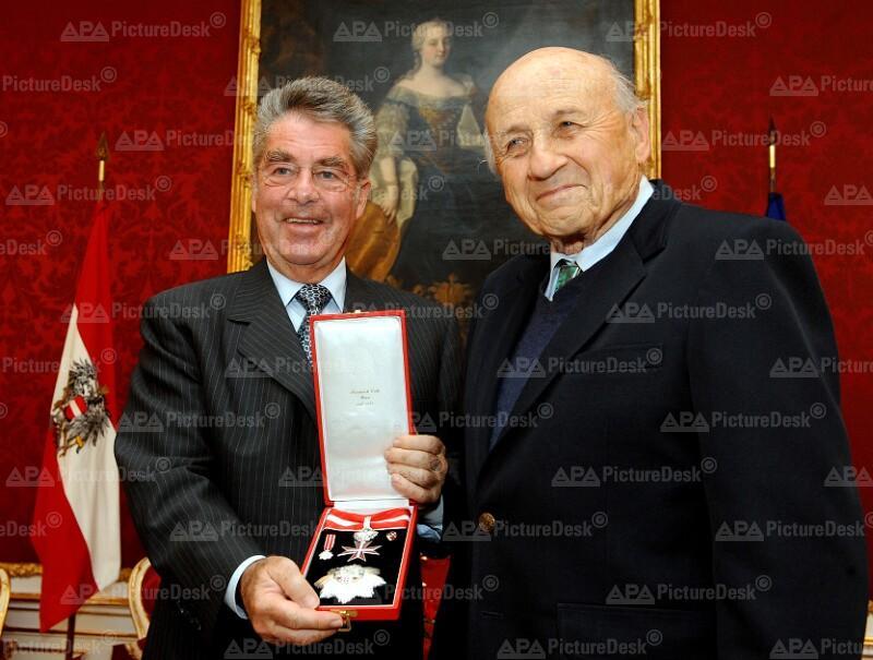 Auszeichnung von Walter Kohn durch Bundespräsident Heinz Fischer