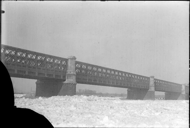 Eisstoß auf der Reichsbrücke in Wien