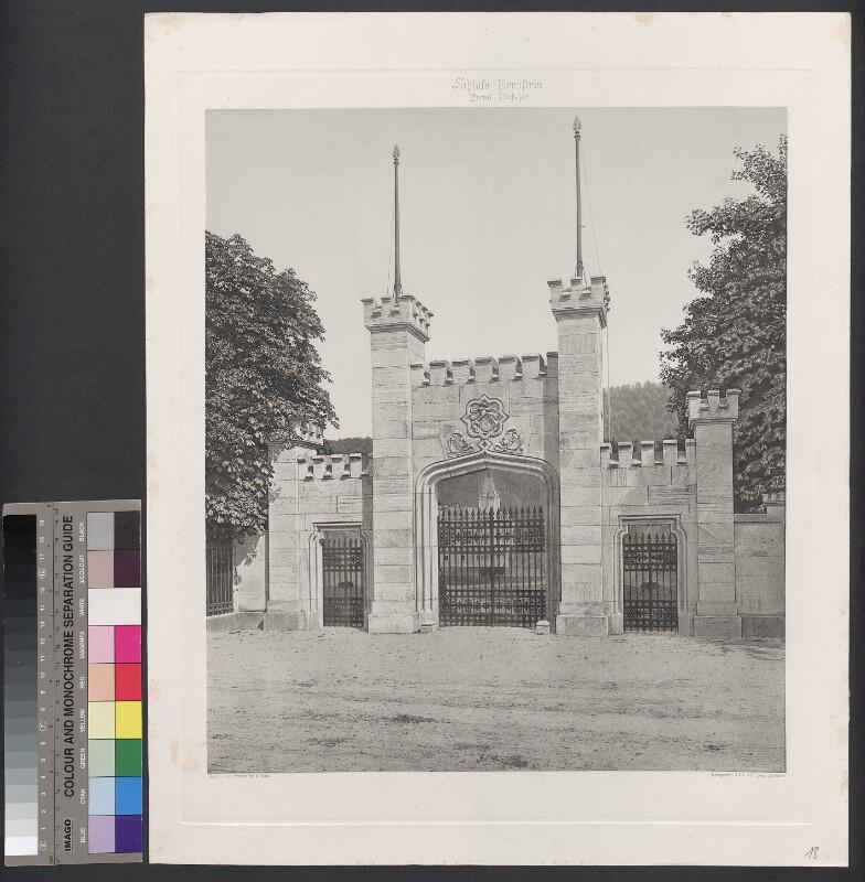 Schloss Hernstein. Portal, Einfahrt