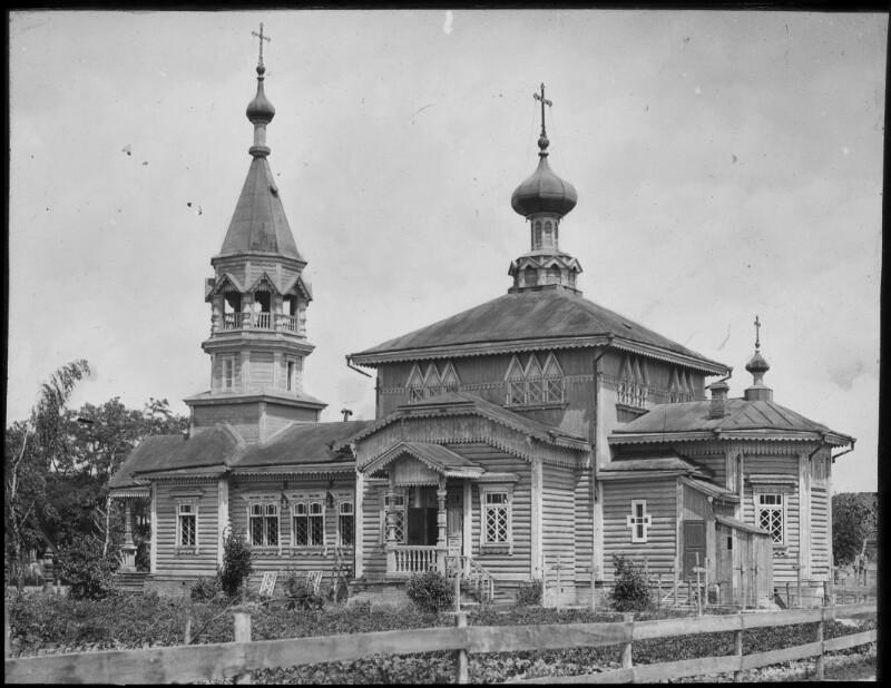 Russische Kirche, die in ein Feldspital umgebaut wurde