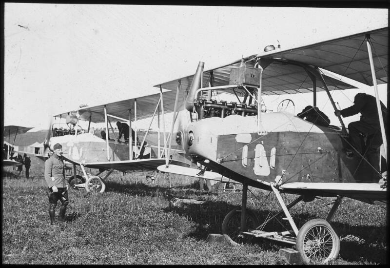 Startbereite Flugzeuge der zehnten Fliegerkompanie in Lublin, 1916