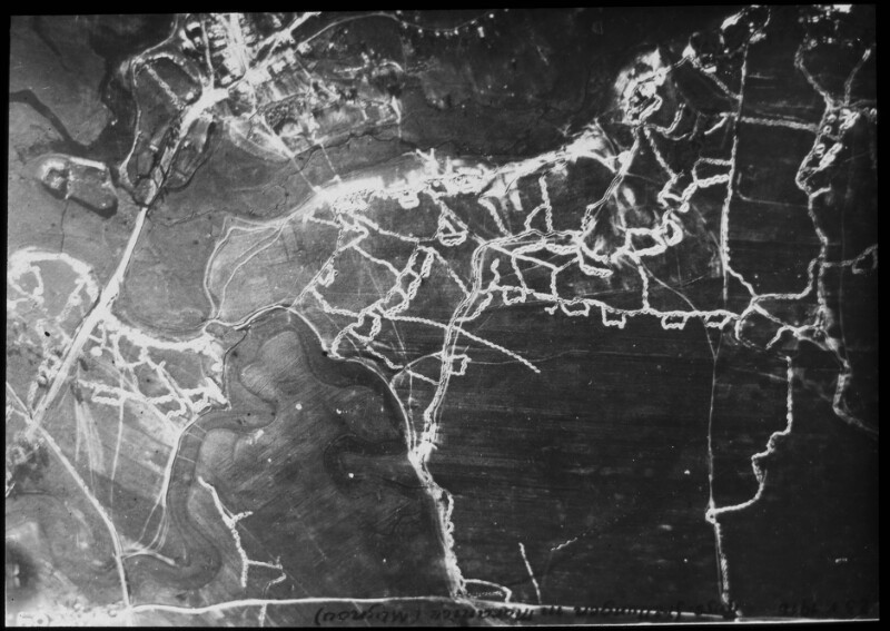 Luftaufnahme einer Stellung westlich von Korytni