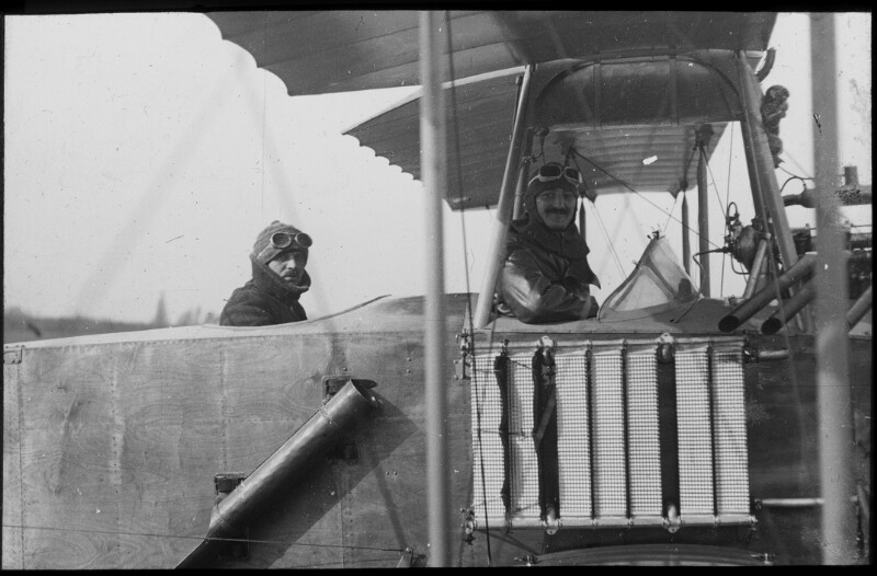 Erster Bombenabwurf durch Hauptmann Schindler