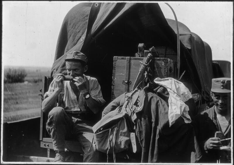 Der Fliegerfotograf Franz Pachleitner, 10. Fliegerkompanie auf seinem Fotowagen