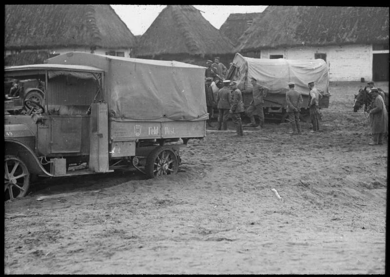 Deutsche Lastwagenkolonne vor Brest-Litowsk