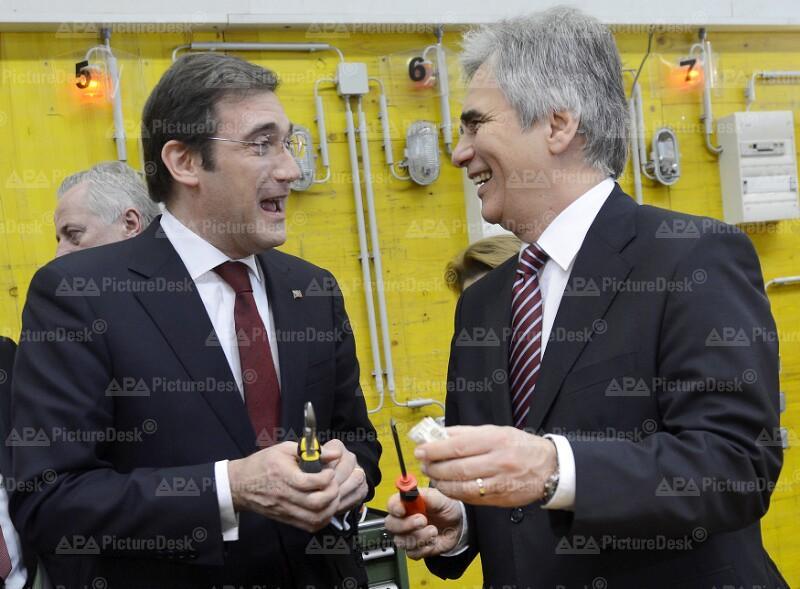 Bundeskanzler Faymann besucht mit dem portugiesischen Ministerpräsident Coelho die Lehrwerkstätte 'Jugend am Werk' in Wien