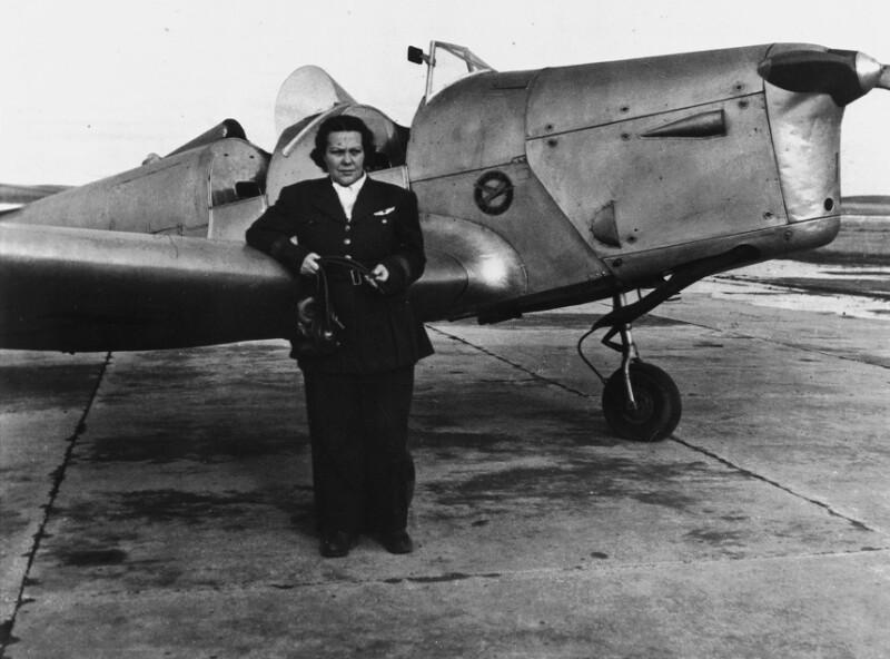 Sabiha Gökcan, erste türkische Pilotin