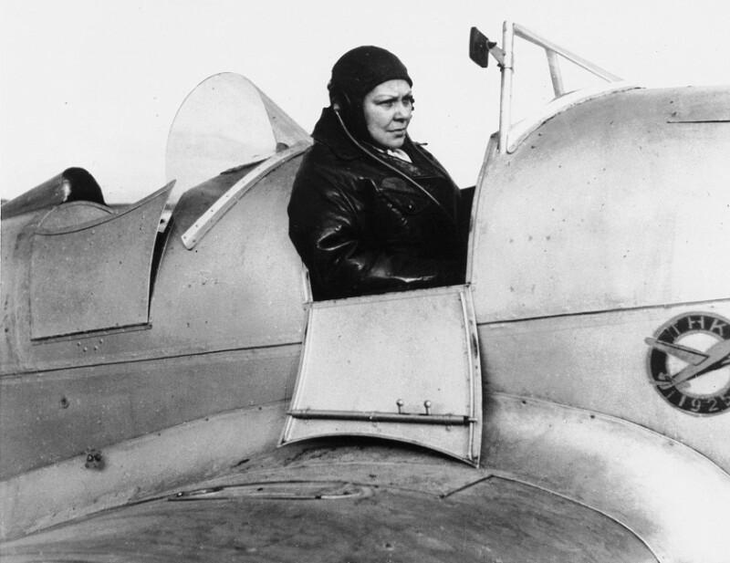 Sabiha Goekcan, erste türkische Pilotin