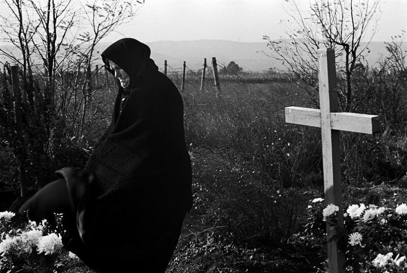 Allerseelentag am Friedhof von Schattendorf im Burgenland, durch den bis 1989 der Eiserne Vorhang verlief