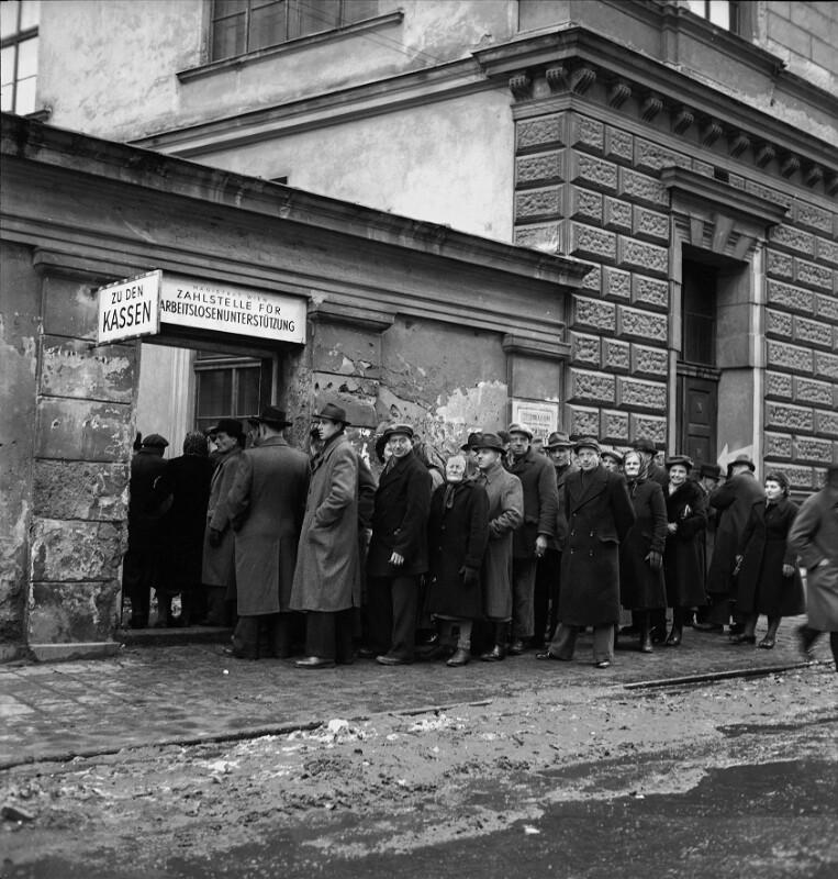Arbeitsloser Wiener warten auf Registrierung, Wien