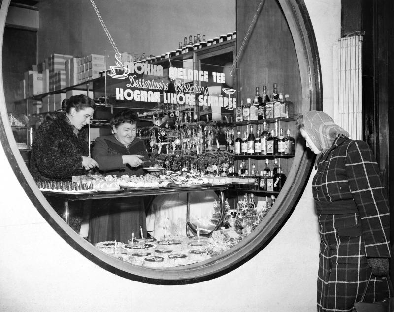 Schaufenster sind wieder gefüllt mit Handelswaren, Oktober 1949