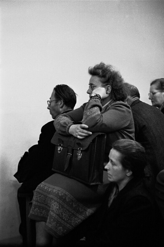 Überlebende, Einwohner sowie Besucher nach der Lawine in Heiligenblut
