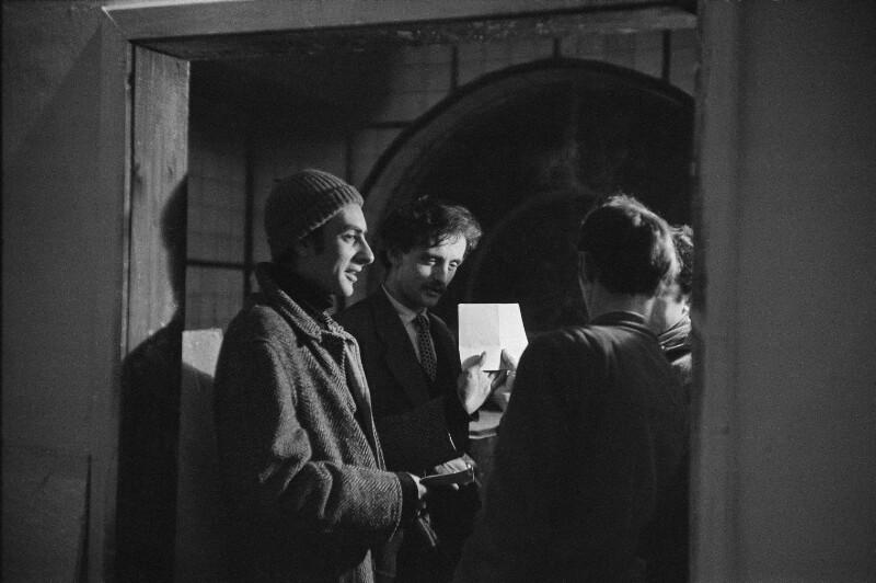 Der Maler Friedensreich Hundertwasser mit Freunden, Wien