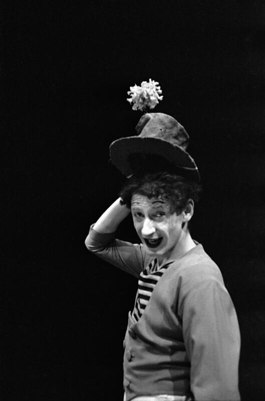 """Der französische Pantomime Marcel Marceau (bekannt für die Figur """"Bip""""). Paris, 1951"""