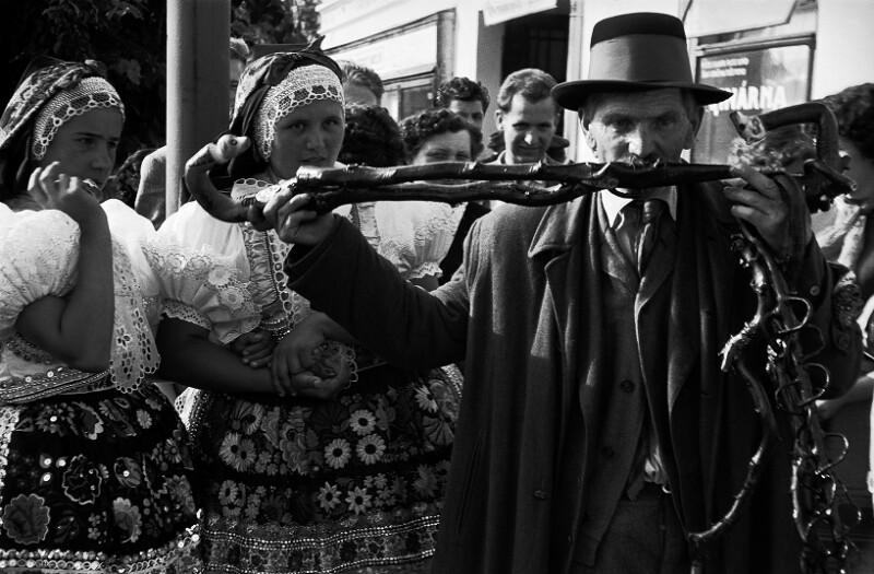 Volksmusik in der Tschechoslowakei - ein Flötenspieler
