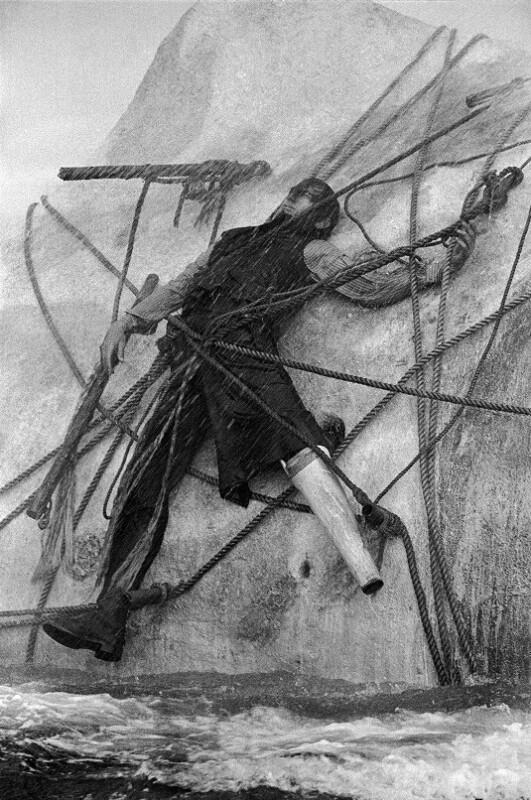 "Dreharbeiten zum Film ""Moby Dick"" - Gregory Peck filmt die Szene, an der Kapitän Ahab am Wal gebunden ist, Kanarische Inseln, 1954"