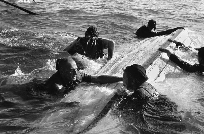 """Dreharbeiten zum Film """"Moby Dick"""" - Crew wird von Moby Dick in die See geworfen, Kanarische Inseln, 1954"""