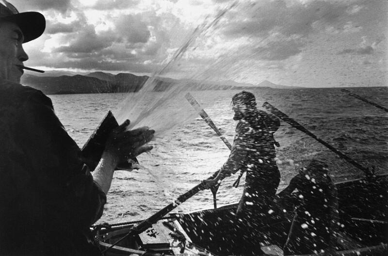 """Dreharbeiten zum Film """"Moby Dick"""" - Regisseur John Huston und ein Schauspieler, Kanarische Inseln, 1954"""