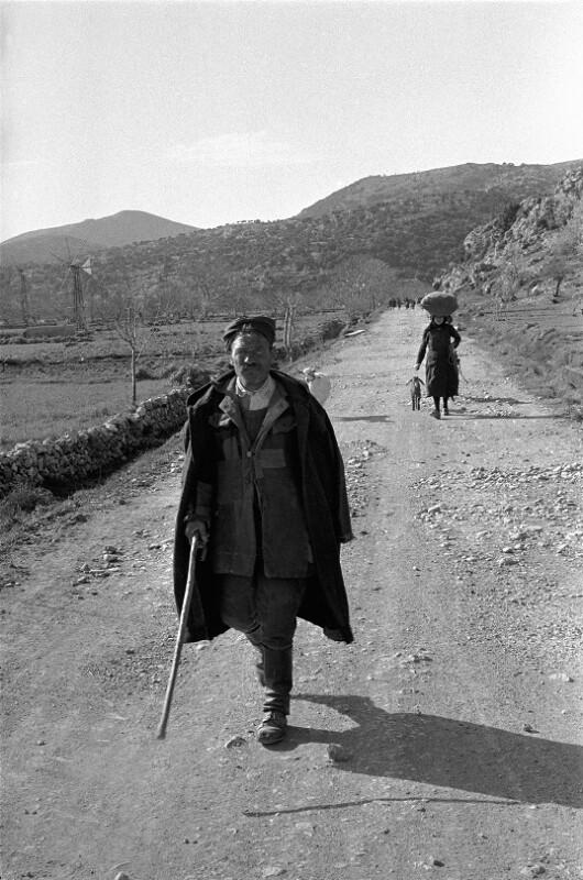 Bauern aus Kreta kehren zurück zu ihren Feldern, Kreta, 1955