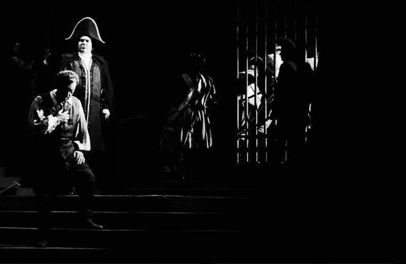 """Aufführung von """"Fidelio"""" im Theater an der Wien, wo in den Nachkriegsjahren Opernaufführungen stattfanden, während das Gebäude der Wiener Staatsoper noch in Folge von Kriegsbeschädigungen restauriert wurde."""
