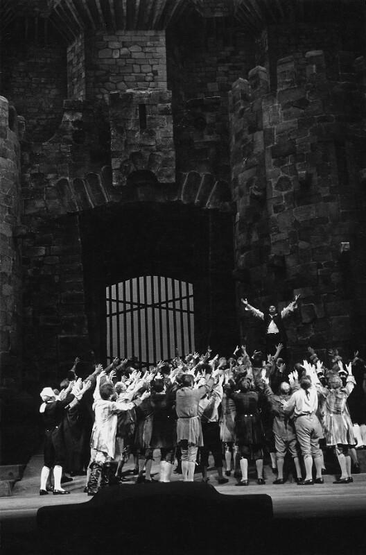 """Beethovens """"Fidelio"""" bei der Wiedereröffnung des vom Krieg zerstörten Wiener Opernhauses am 5. November 1955"""