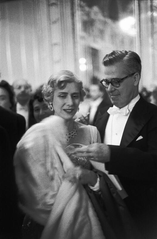 Neueröffnung des Wiener Opernhauses: Claire Booth-Luce, Amerikanischer Schriftsteller, mit Begleitung, 1955