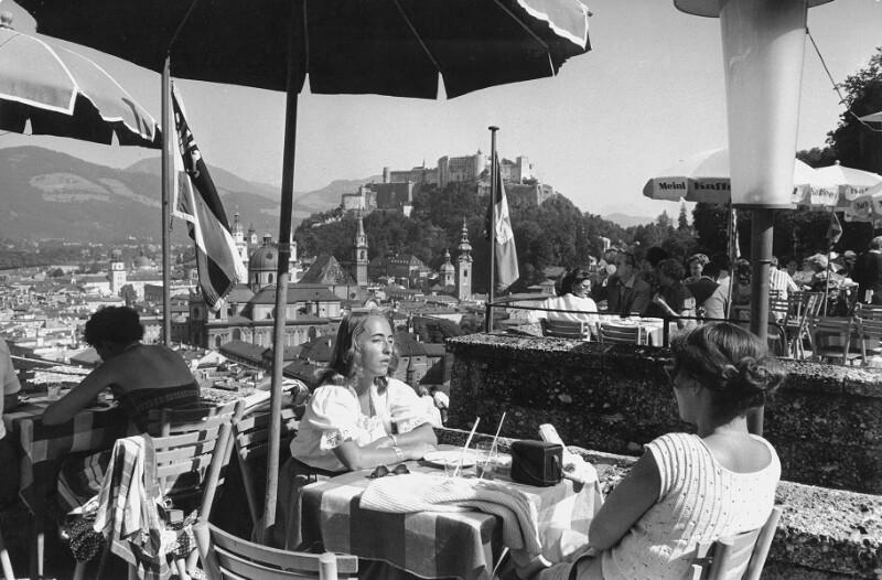 """Kaffee bei """"Winklers"""", hoch über der Stadt Salzburg"""