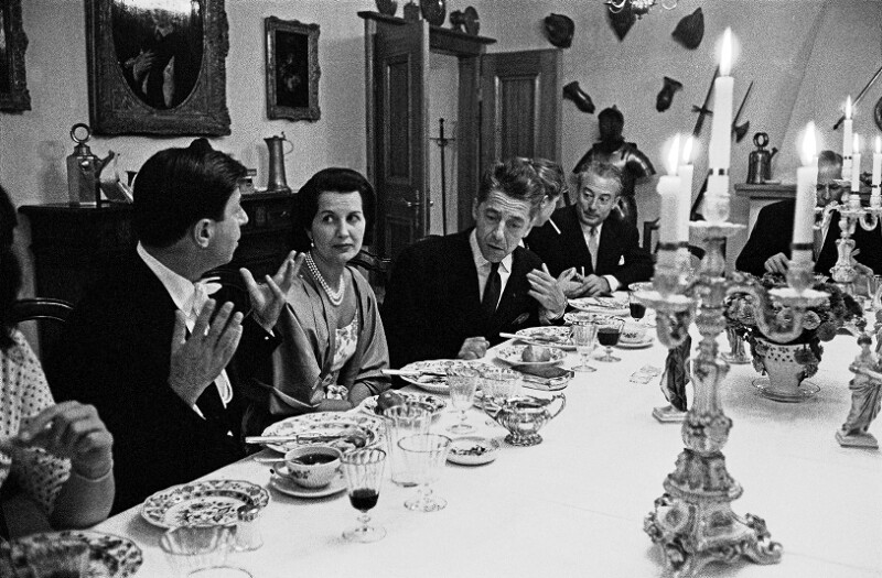 Nathan Milstein und Herbert von Karajan im Gespräch beim Abendessen nach einem Konzert, Luzern