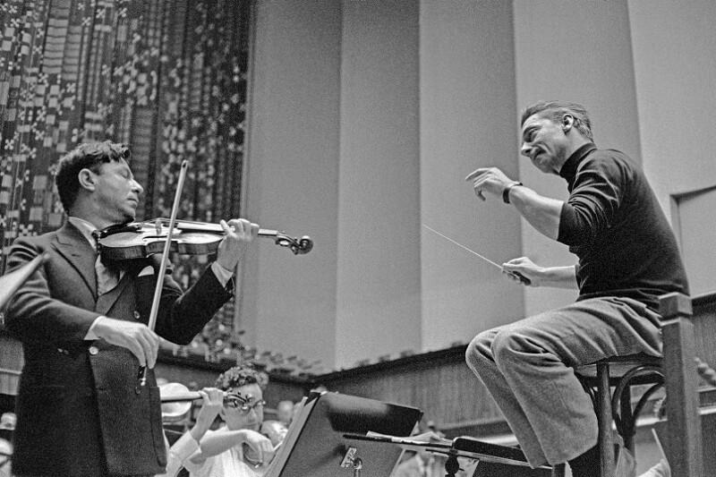Nathan Milstein und Herbert von Karajan bei einer Probe, Luzern 1957
