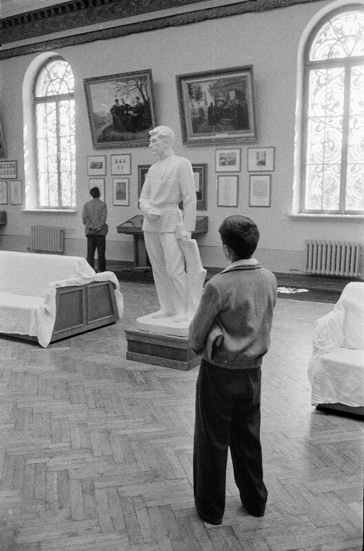 Besucher des Stalin-Museums in Gori, Stalins Geburtsort, Georgien, USSR, 1958