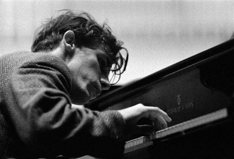 Pianist Glenn Gould und die Berliner Philharmoniker unter Leitung von Dirigent Herbert von Karajan, Konzerthalle der Hochschule der Künste, Berlin, Mai 1957