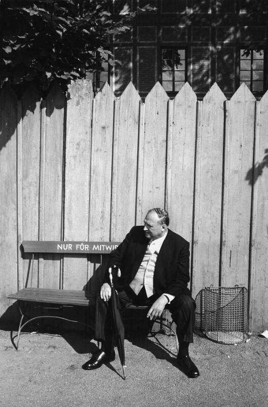 "Pause am Bayreuth Festival, an dem Richard Wagners ""Ring der Nibelungen"" aufgeführt wird, Bayreuth, 1958"