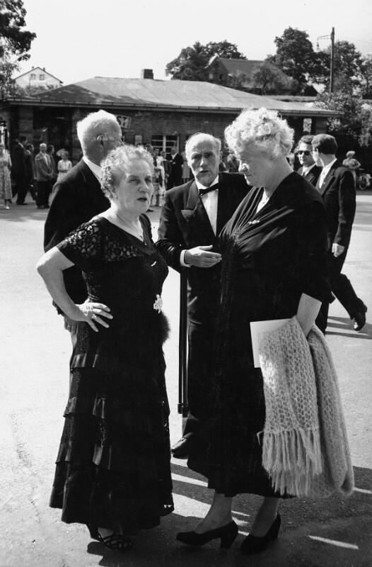 """Pause während einer Aufführung von Wagners """"Ring des Nibelungen"""" in Bayreuth, 1958"""
