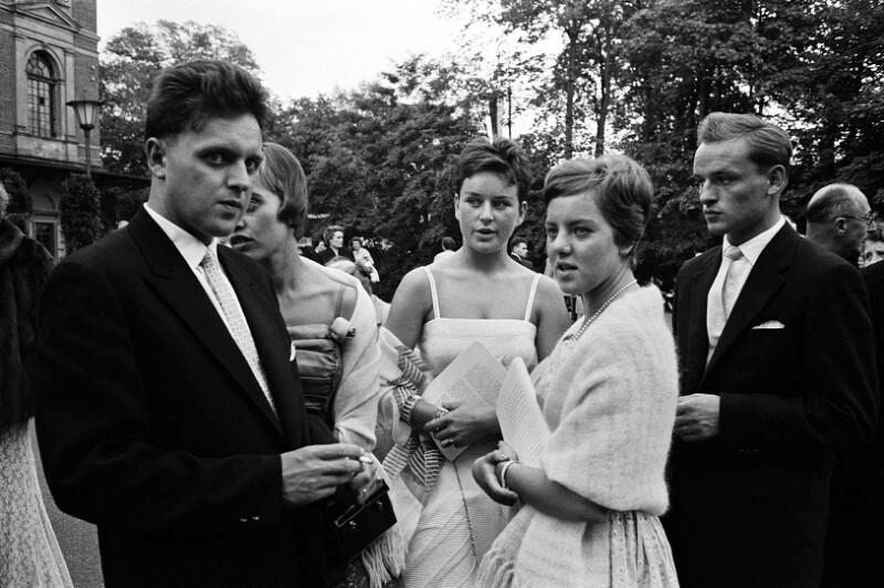 Während einer Pause bei den Festspielen von Bayreuth, 1958