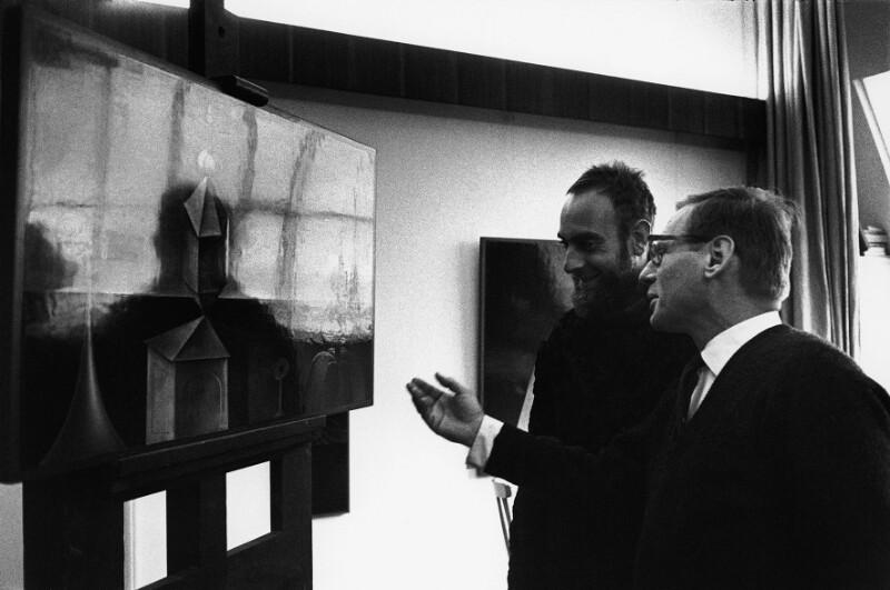 Friedensreich Hundertwasser besucht seinen Kollegen Rudolf Hausner in dessen Atelier, Wien, 1962