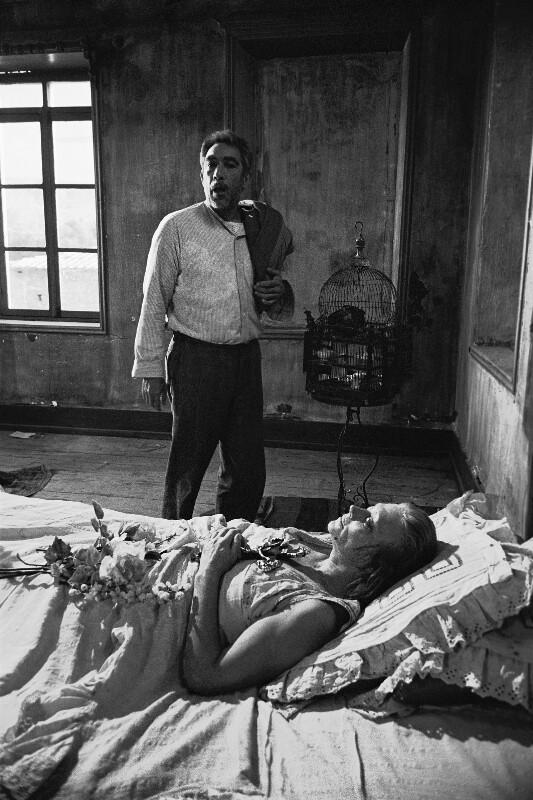 """Anthony Quinn und Lila Kedrova während der Dreharbeiten zu """"Zorba the Greek"""", Kreta, 1964"""