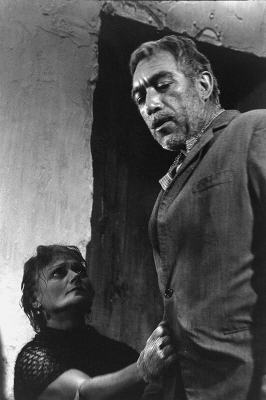 """Anthony Quinn und Lila Kedrova in """"Zorba the Greek"""", Kreta, 1964"""