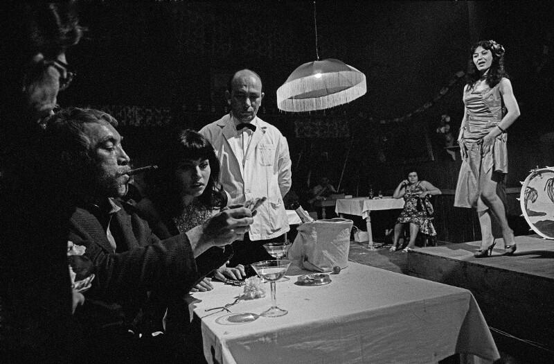 "Bei den Dreharbeiten zu ""Zorba the Greek"" (dt. ""Alexis Sorbas""), Kreta, 1964"